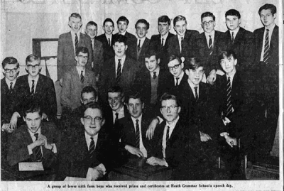 Semi-formal photograph showing three rows of prizewinners, ten in the back row, eight in the middle and six in the front